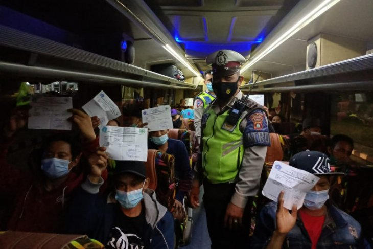 Polisi Badung: ratusan penumpang tanpa antigen di Terminal Mengwi