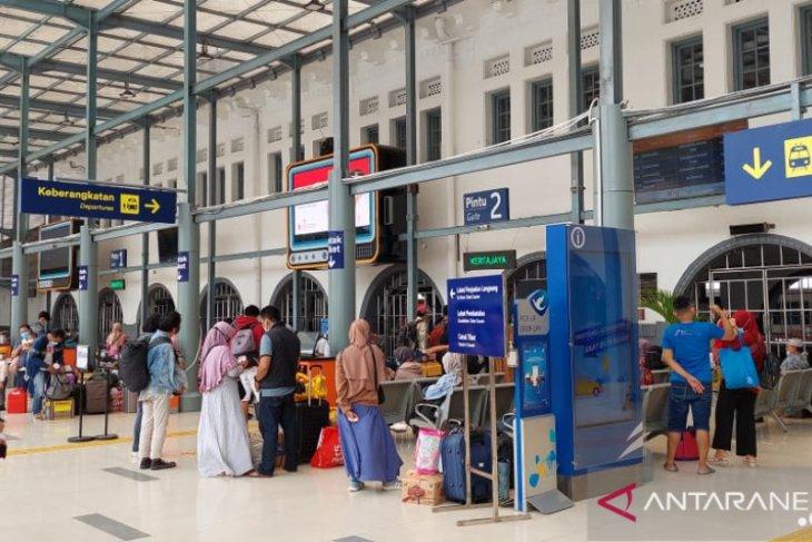 KAI layani  2.852 penumpang non-mudik pada hari pertama larangan mudik