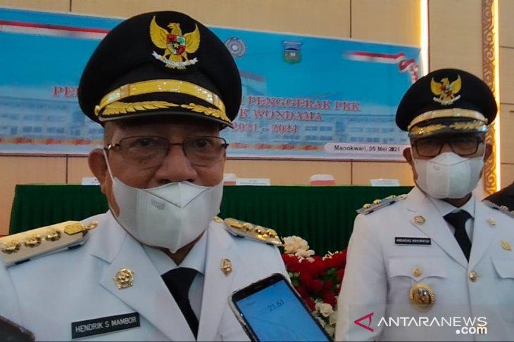 Gubernur Mandacan lantik Bupati dan Wakil Bupati Teluk Wondama