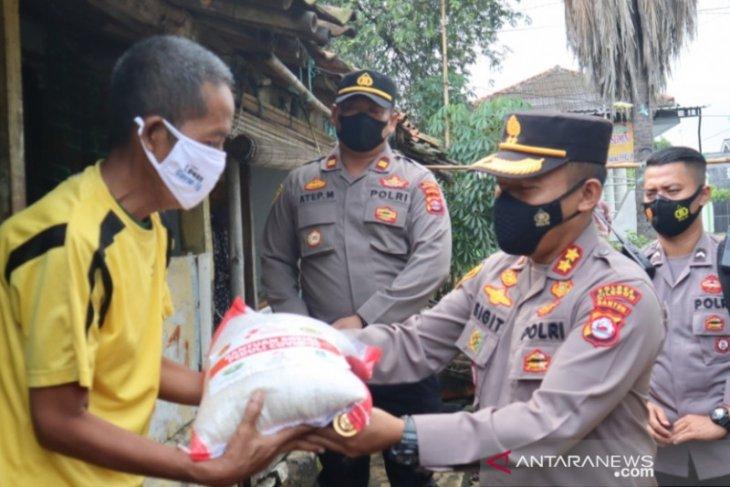 Polres Cilegon Distribusikan 15 Ton Beras Kepada Masyarakat