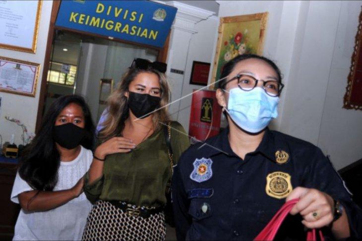 Deportasi WNA pelanggar prokes