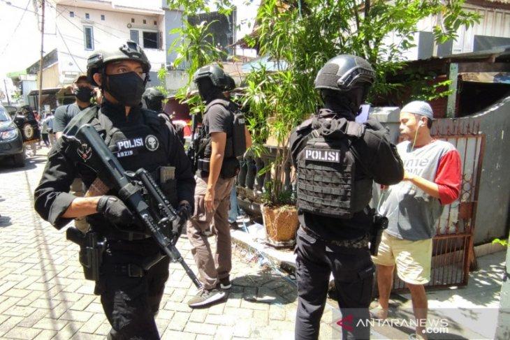 Penangkapan terduga teroris di Makassar  56 orang