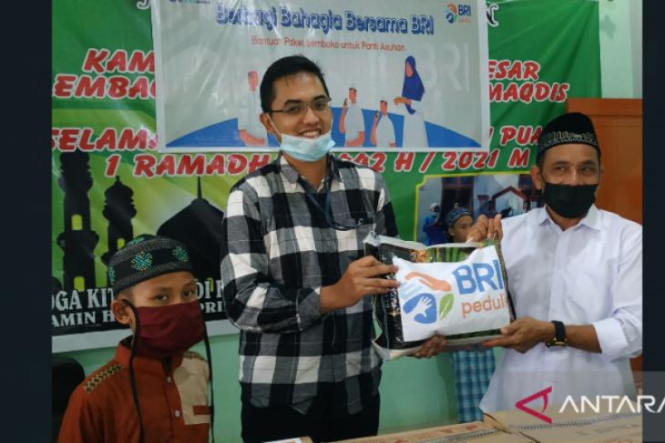 BRI Cabang Putussibau berbagi bahagia di lembaga anak yatim piatu