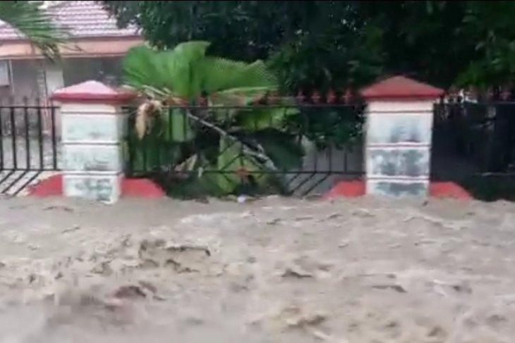 Banjir melanda pemukiman dan sawah di 7 desa Kabupaten Gorontalo