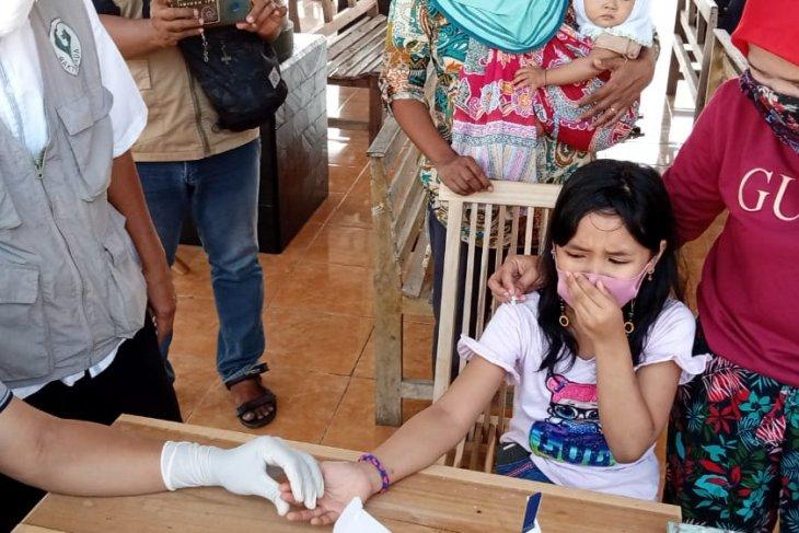 Tiga orang meninggal COVID-19, warga kampung zona merah di Tulungagung rapid test massal