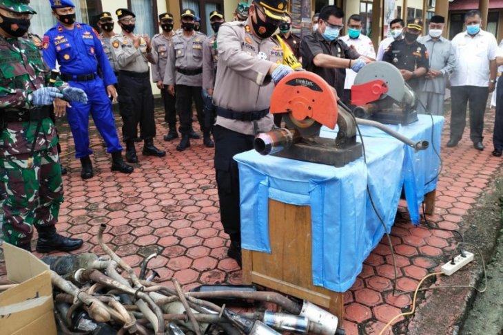 Polisi di Simeulue musnahkan puluhan knalpot bising