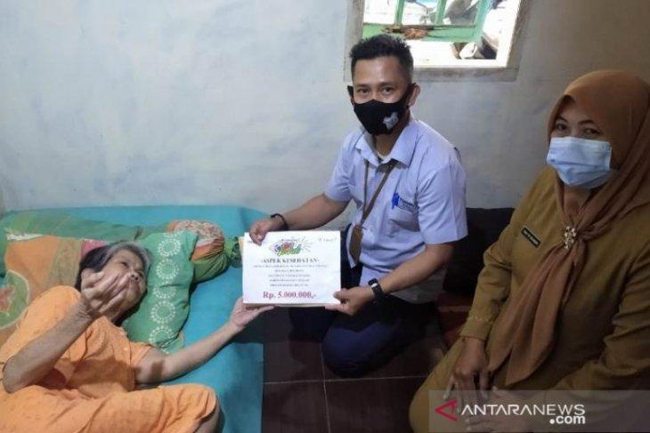 PT Timah berikan bantuan pengobatan dan kursi roda warga Pangkalpinang dan Bangka Tengah