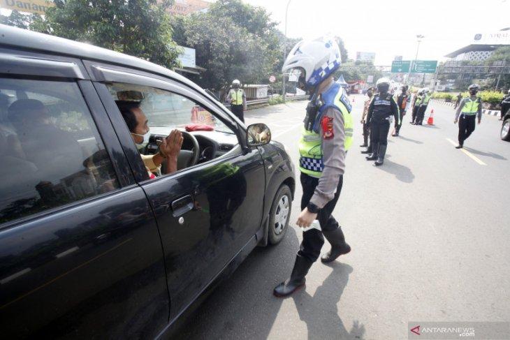 Tim Satgas COVID-19 Singkawang lakukan pemeriksaan di pintu masuk kota