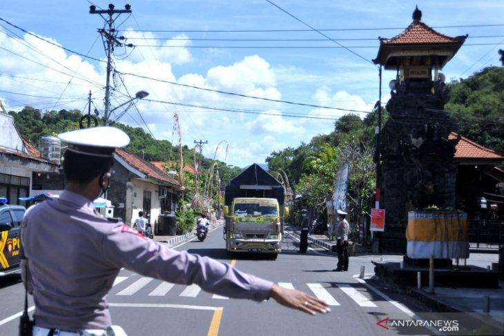 Larangan mudik, pemudik numpang truk, dan sepinya pariwisata di Bali