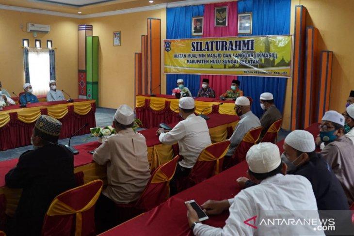 20 perwakilan IKMASIL silaturahmi dengan Wabup HSS