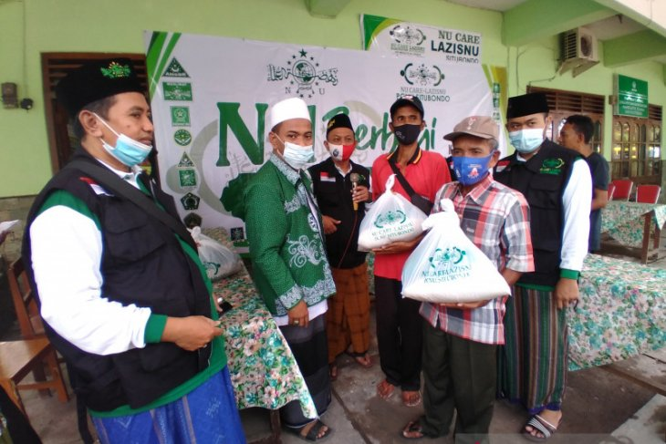 Lazis-NU Situbondo bagikan paket sembako untuk kaum dhuafa