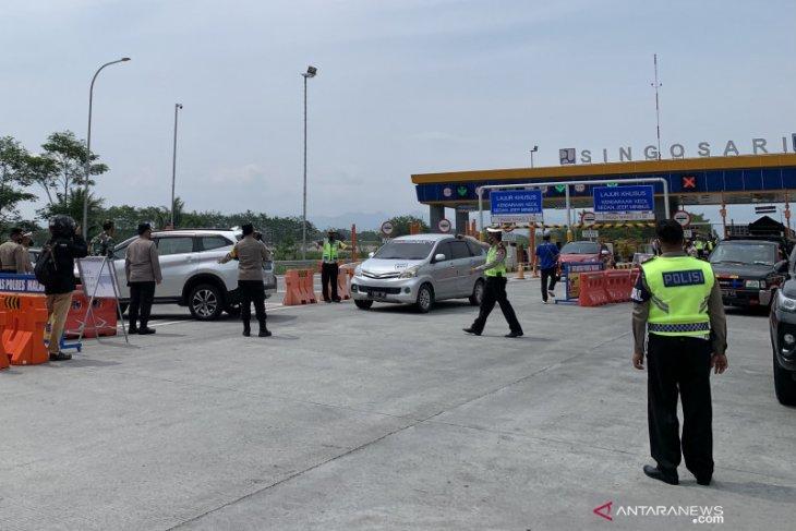 Puluhan kendaraan menuju Malang diminta putar balik di pintu tol Singosari