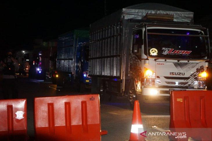 Perbatasan Gorontalo-Sulut ditutup, kendaraan mulai menumpuk