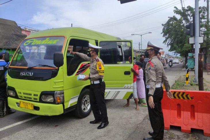 Puluhan kendaraan akan masuk wilayah Sidoarjo diminta putar balik