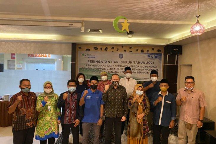 BPJAMSOSTEK - Disnaker - SPN Ternate salurkan bantuan sembako ke pekerja