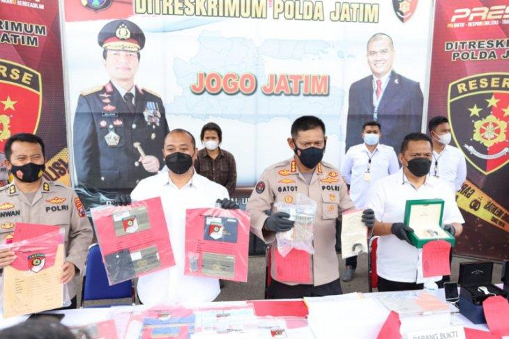 Polda Jatim bekuk residivis kasus penipuan tanah, tipu korban hingga Rp48 miliar