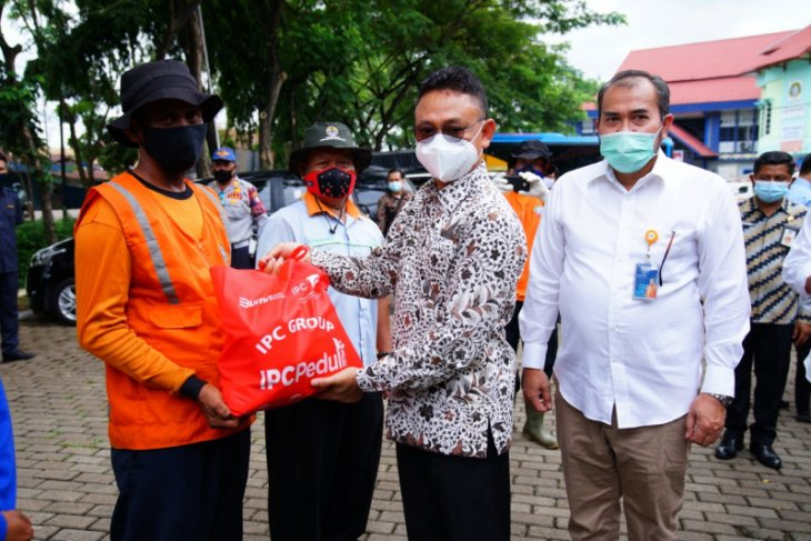 Sebanyak 734 petugas PPSU Pontianak terima bantuan paket sembako