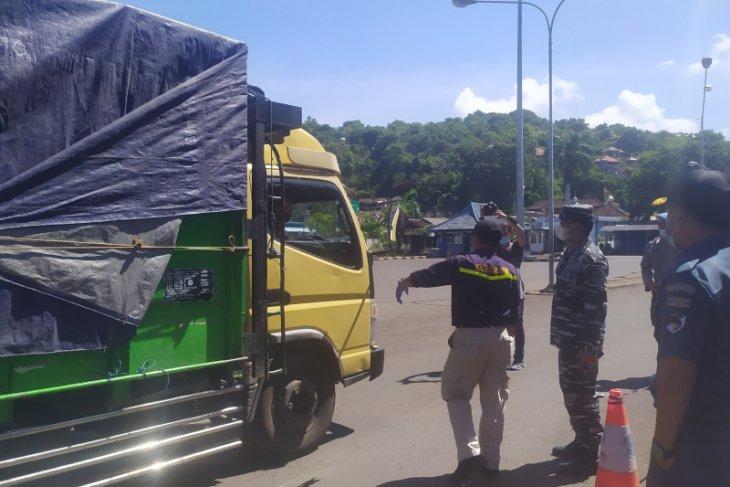 Larangan mudik, Satgas minta pemudik numpang truk di Padangbai untuk putar balik