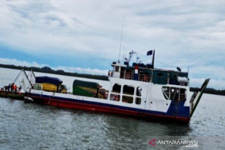 Kapal Jembatan Musi II dari Batulicin kandas di Pulau Suwangi Tanah Bumbu