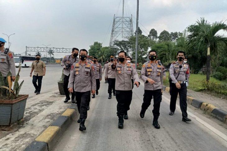 Kapolda Banten pastikan pasokan logistik Jawa-Sumatera lancar