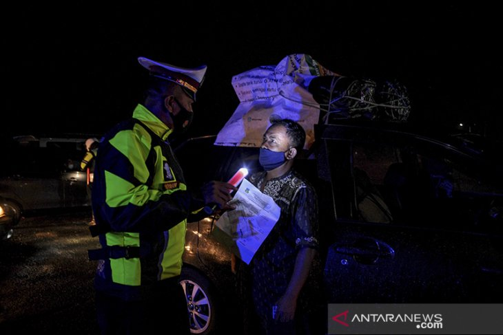 Penyekatan kendaraan di perbatasan Bandung - Garut