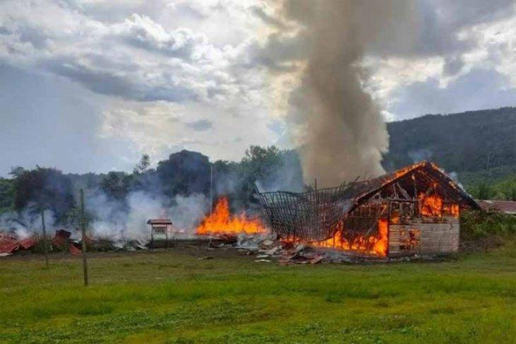 Bupati respon terbakarnya sekolah dan rumah warga di  pedalaman