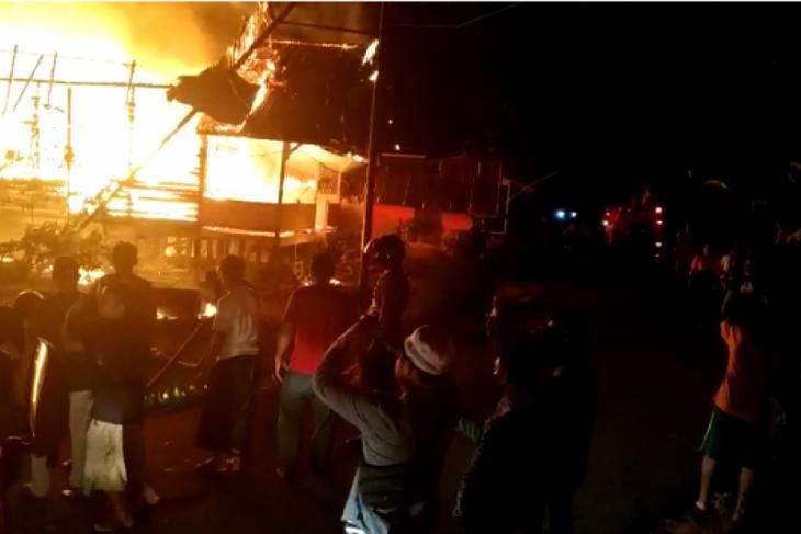 Dua rumah warga Kedamin Putussibau Selatan hangus terbakar
