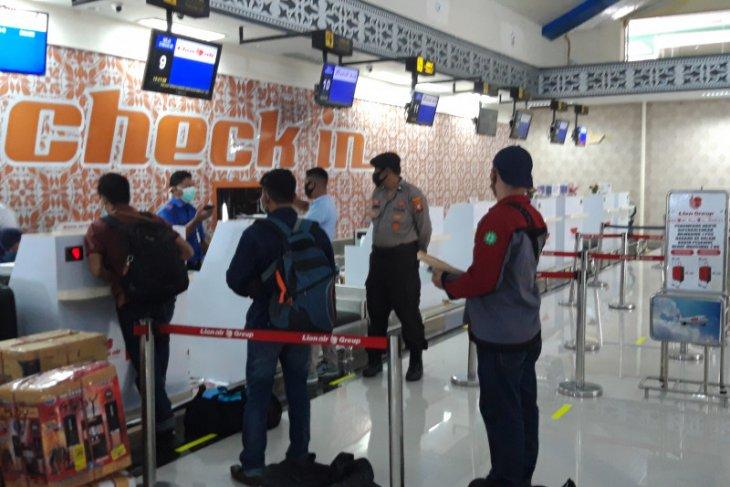 Penumpang di Bandara Sultan Babullah di Ternate dibatasi