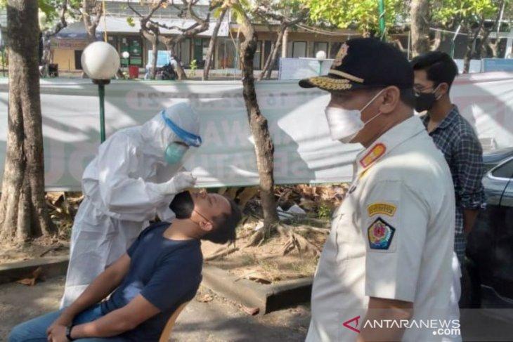 Tim Yustisi Denpasar lakukan tes usap antigen pada 11 pelanggar prokes