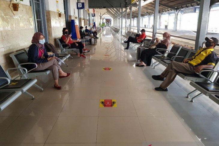 Penumpang KA di Stasiun Jember sepi saat pemberlakuan larangan mudik