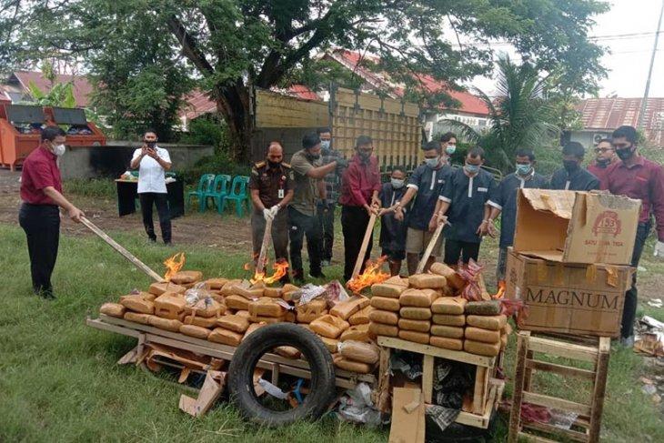 Polda Aceh musnahkan 194 kilogram ganja dari dua perkara