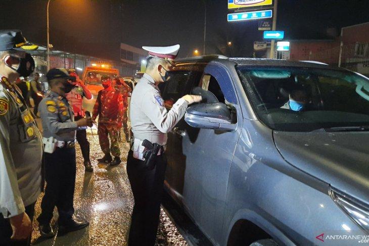 Puluhan kendaraan diputar balik di jalur perbatasan Kabupaten Tangerang
