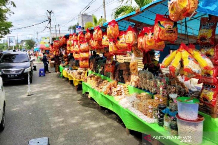 Pedagang kue dadakan di Meulaboh raih omzet jutaan jelang Lebaran