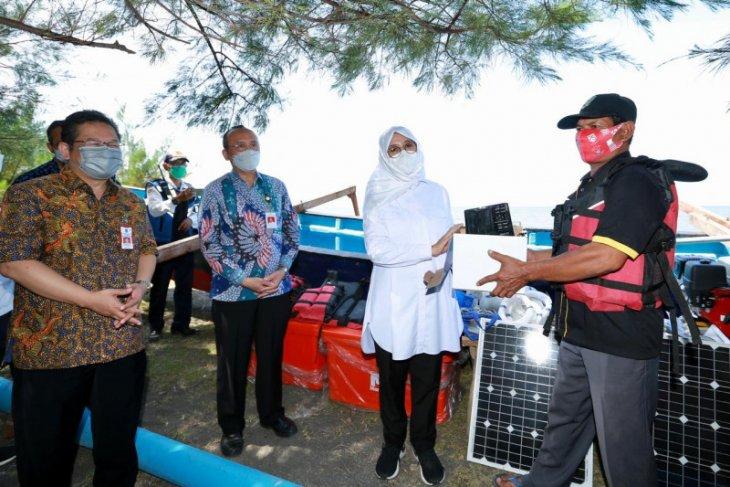 Pemkab Banyuwangi berikan bantuan kapal fiber dan alat tangkap ikan kepada nelayan