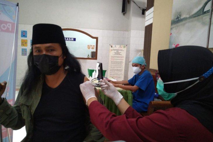 Ratusan pelaku wisata di Tulungagung jalani vaksinasi COVID-19
