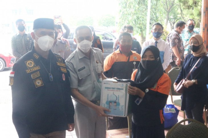 Jasa Raharja salurkan 100 paket sembako untuk warga Jambi