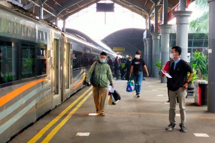 Jumlah penumpang KA Daop 8 Surabaya turun drastis