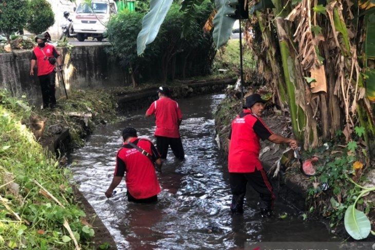 Pemkot Denpasar bersihkan sungai cegah banjir