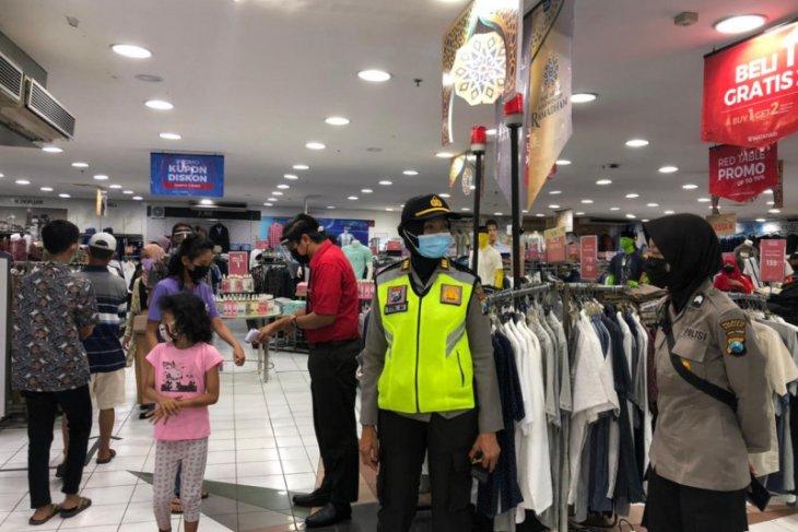 Polisi Sidoarjo keliling pusat perbelanjaan antisipasi kerumunan