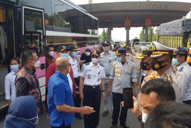 Kacab Jasa Raharja Banten dan Komisi V DPR pantau pos penyekatan di exit tol Merak