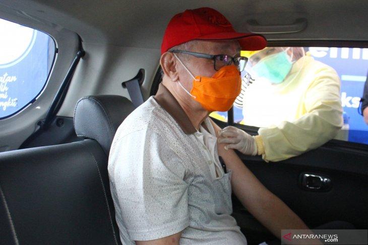 Warga lansia dan guru di Kota Batu mulai disuntik vaksin AstraZeneca