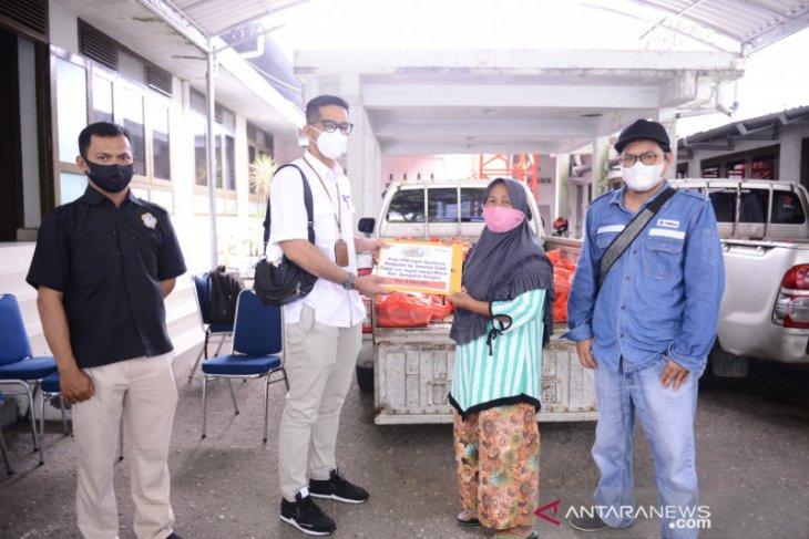 Terima bantuan pengobatan dari PT Timah, Sumiati tak kuasa tahan tangis