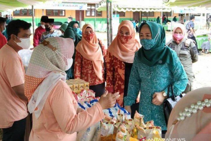 Disdagri Tanah Bumbu laksanakan operasi pasar di Teluk Payang