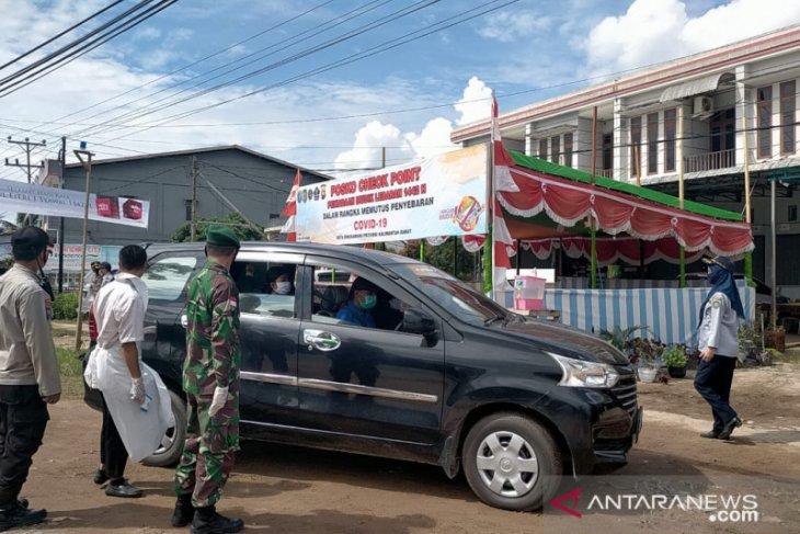 Satgas COVID-19 cek suhu tubuh setiap orang masuk Kota Singkawang