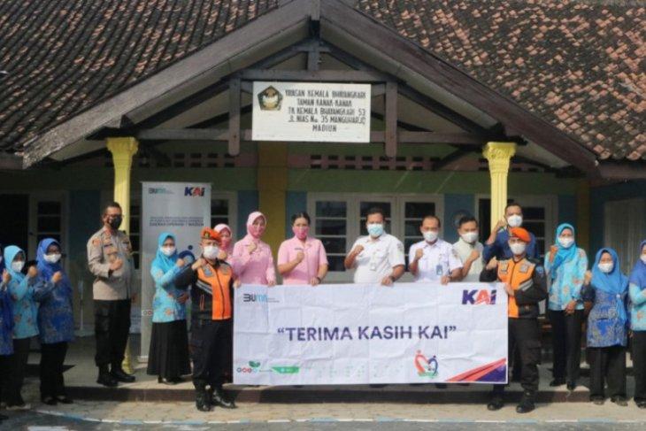 Daop Madiun salurkan dana bantuan renovasi gedung TK Kemala Bhayangkari