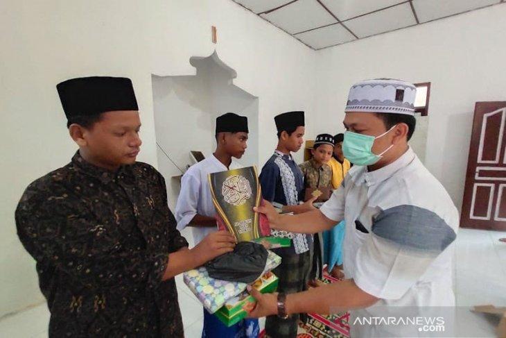 Jurnalis santuni anak yatim Aceh Timur