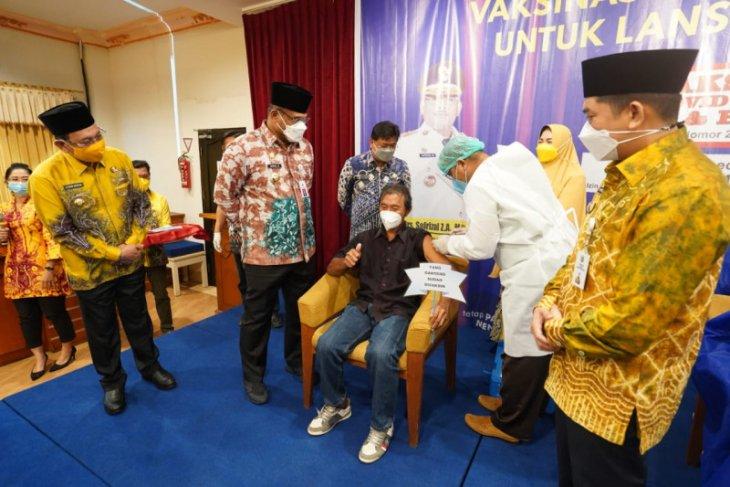 Pj Gubernur Kalsel dorong percepatan vaksinasi pada lansia dan guru