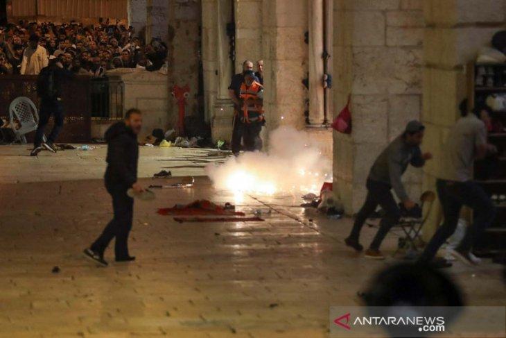 Bentrokan meletus saat shalat pada malam Lailatul Qodar di Yerusalem