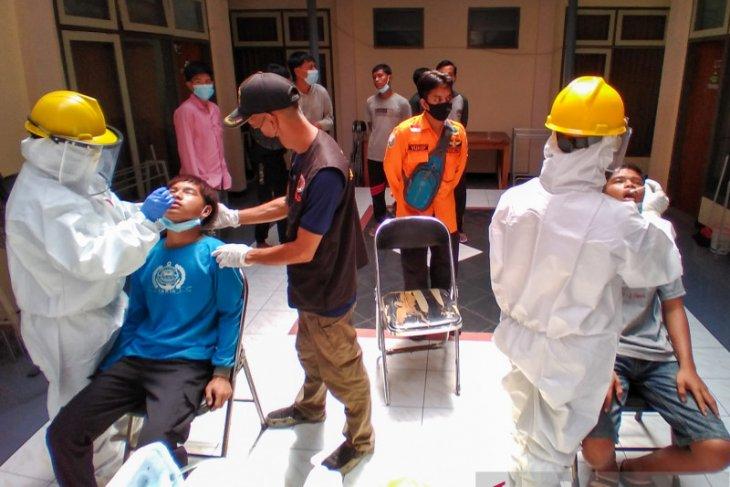 Telantar di Pelabuhan Jangkar, 12 pelajar SMKN Painan Sumbar dikarantina di Situbondo