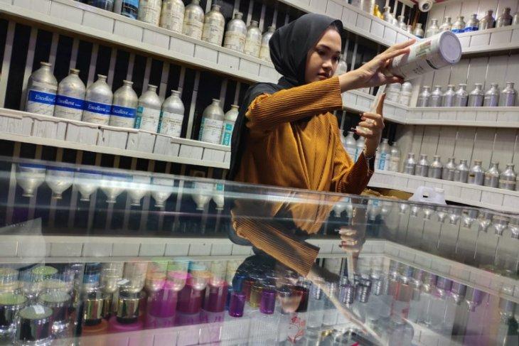 Minyak wangi laris manis jelang lebaran di kota Calang